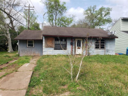 Photo of 112 Primrose Street, Lake Jackson, TX 77566 (MLS # 64351624)