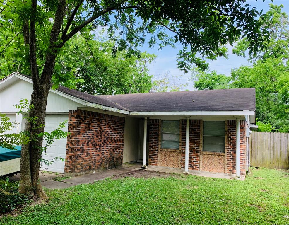 Photo for 922 Bacliff Drive, Bacliff, TX 77518 (MLS # 65258179)