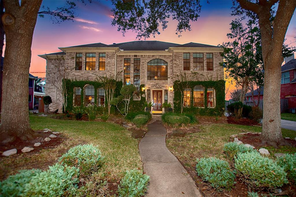 Photo for 1304 Edgewater Drive, Friendswood, TX 77546 (MLS # 66338713)