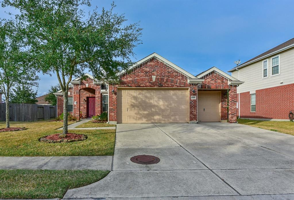 Photo for 4301 Summer Lane, Pearland, TX 77584 (MLS # 94793652)