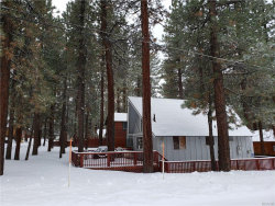 Photo of 39907 Forest Road, Big Bear Lake, CA 92315 (MLS # 31901148)