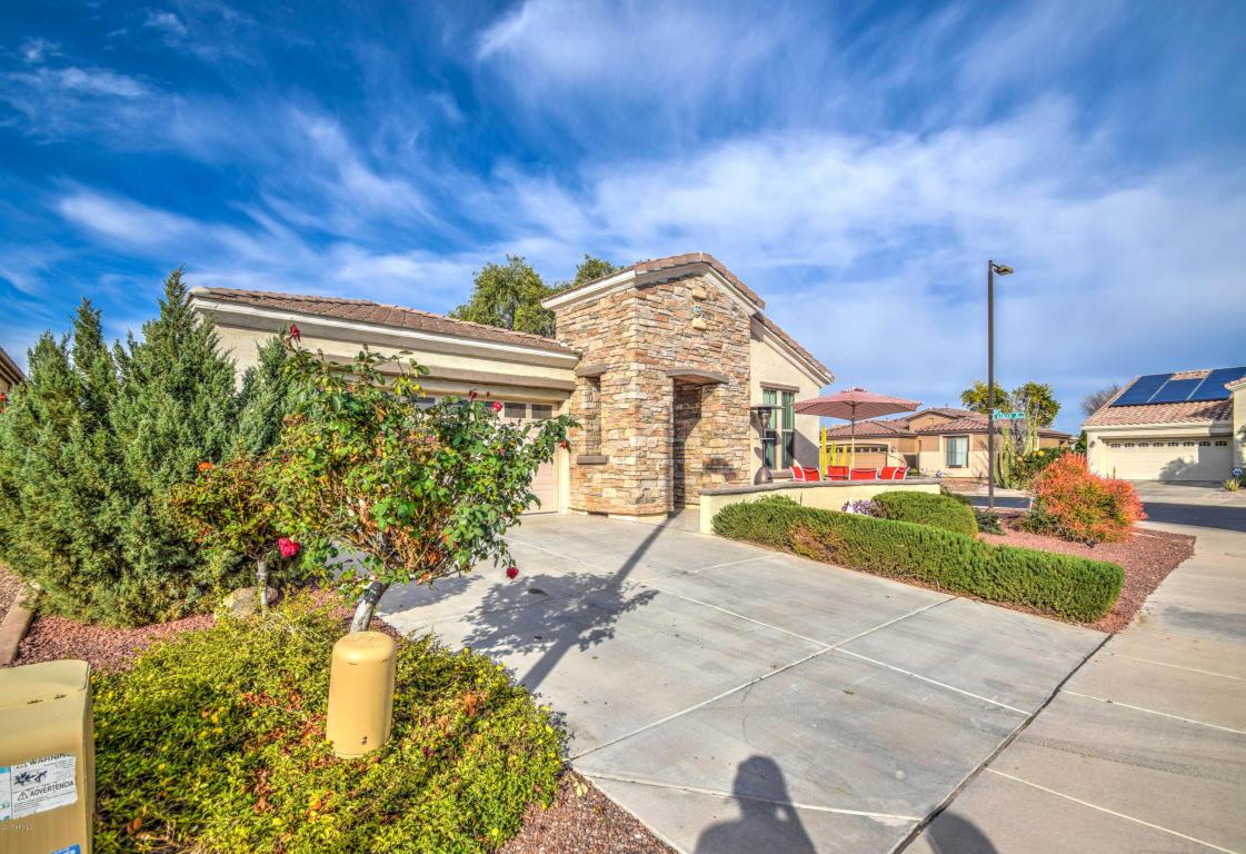 Photo for 5152 S Mandarin Way, Gilbert, AZ 85298 (MLS # 5548940)