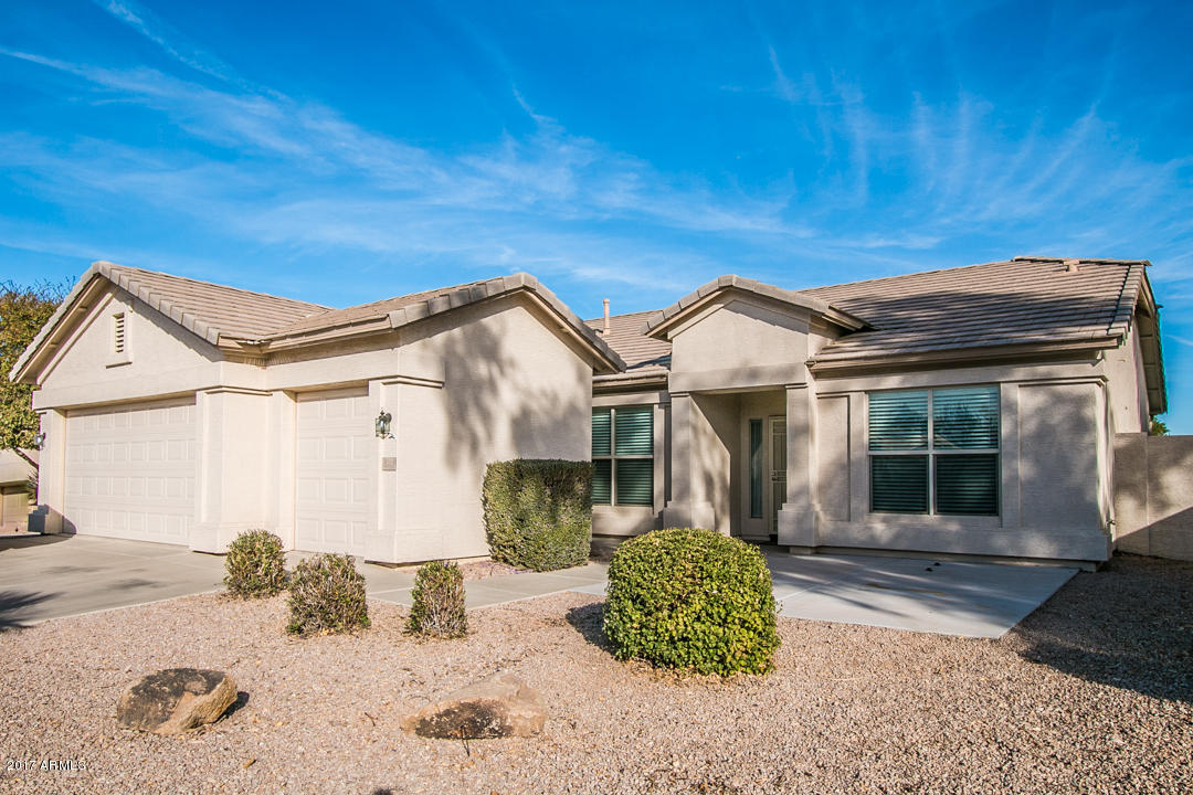 Photo for 6701 S Granite Drive, Chandler, AZ 85249 (MLS # 5697352)