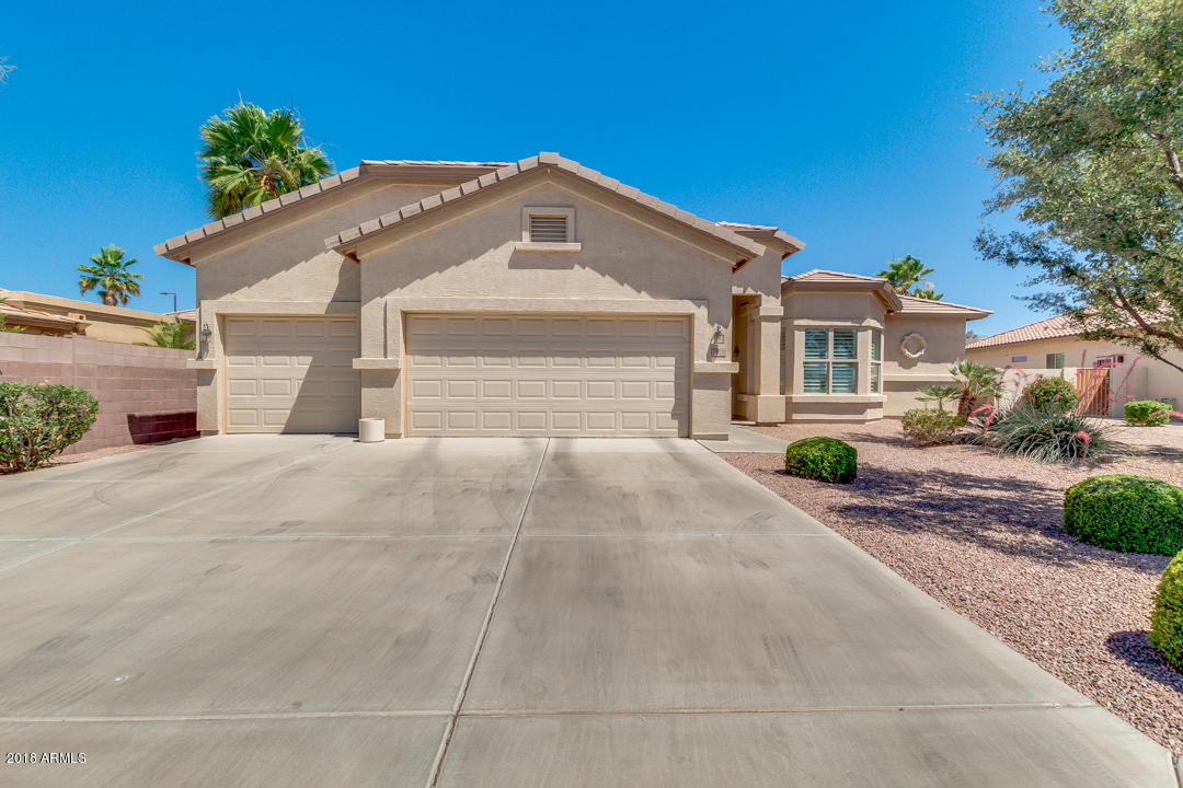 Photo for 6817 S Bradshaw Way, Chandler, AZ 85249 (MLS # 5768243)