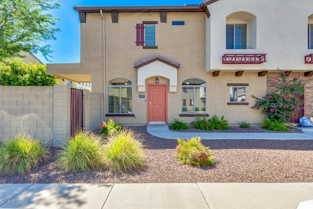 Photo for 2725 E Mine Creek Road, Unit 1078, Phoenix, AZ 85024 (MLS # 5950277)