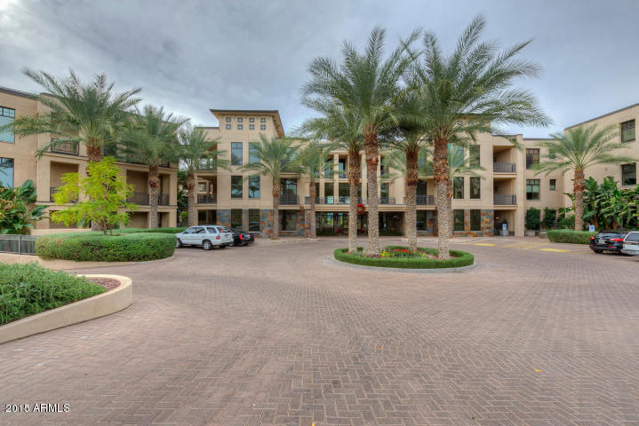 Photo for 8 Biltmore Estate, Unit 213, Phoenix, AZ 85016 (MLS # 5340652)