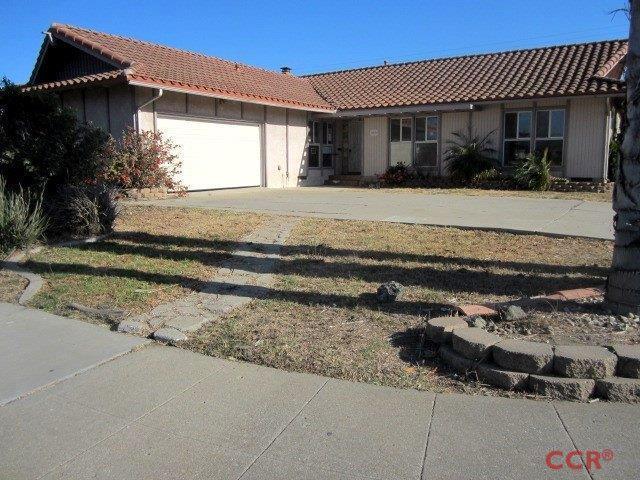 Photo for 402 E Evergreen Avenue, Santa Maria, CA 93454 (MLS # 1072168)