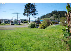 Photo of 520 BROADWAY AVE, Winchester Bay, OR 97467 (MLS # 19091281)