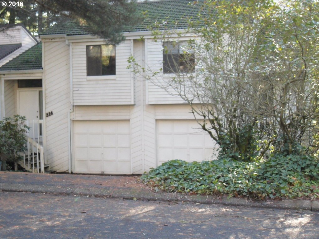 Photo for 228 CERVANTES, Lake Oswego, OR 97035 (MLS # 16373559)