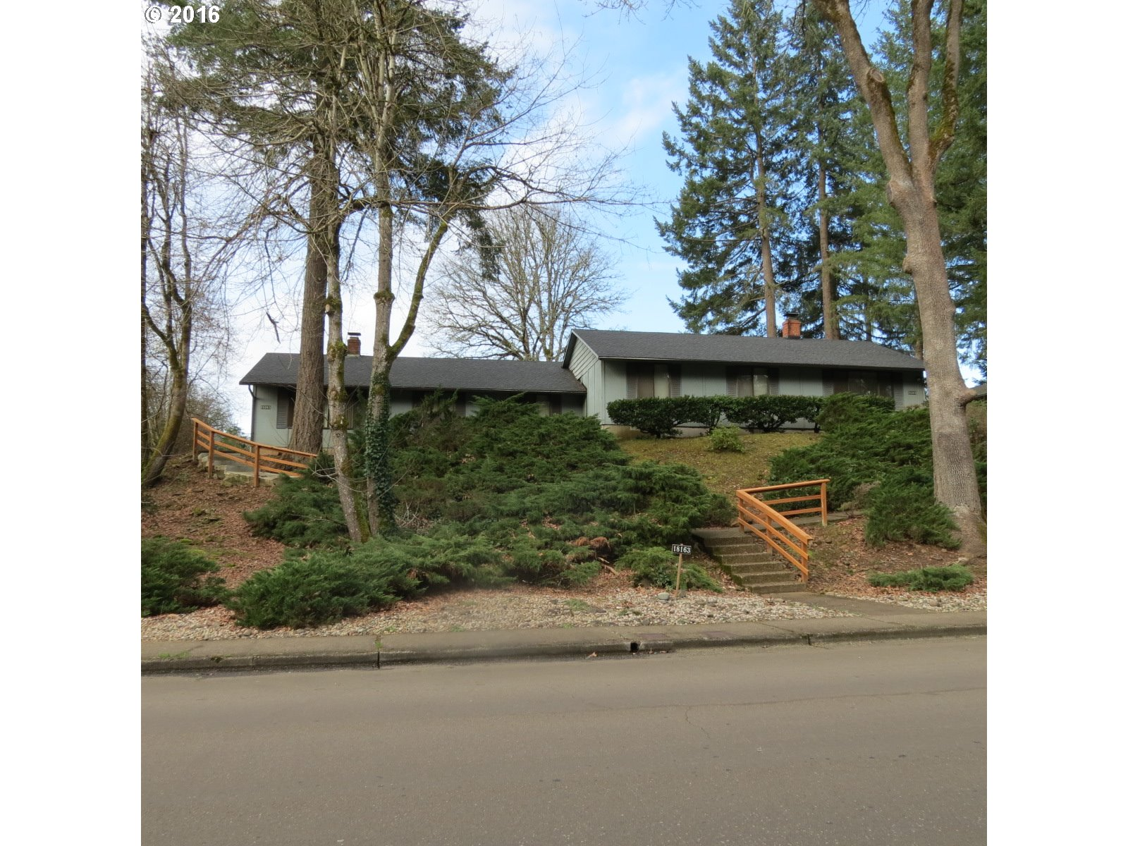 Photo for 18161 DEERBRUSH AVE, Lake Oswego, OR 97035 (MLS # 16450773)