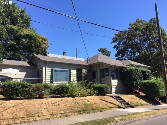 Photo for 1327 NE SHAVER ST, Portland, OR 97212 (MLS # 18076715)