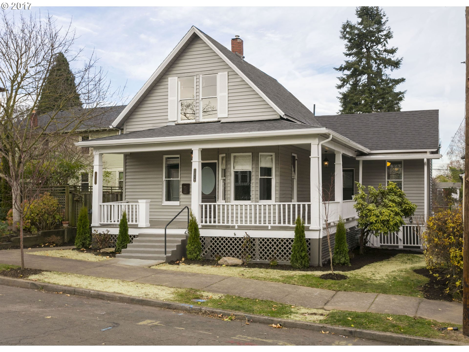 Photo for 1217 SE RHONE ST, Portland, OR 97202 (MLS # 19201893)