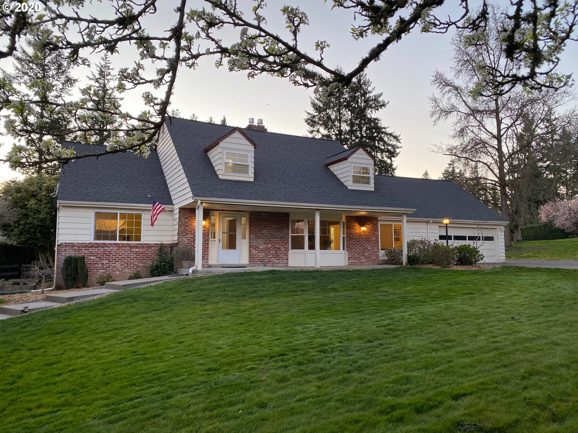 Photo for 13751 CAMEO CT, Lake Oswego, OR 97034 (MLS # 20140901)