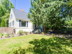Photo of 6045 SW TAYLORS FERRY RD, Portland, OR 97219 (MLS # 17064276)