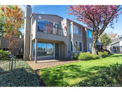 Photo of 407 N TOMAHAWK ISLAND DR, Portland, OR 97217 (MLS # 17285284)