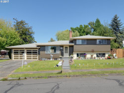 Photo of 4557 SE ROBIN RD, Milwaukie, OR 97267 (MLS # 17539660)
