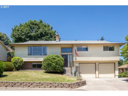 Photo of 3343 SE DESWELL ST, Milwaukie, OR 97267 (MLS # 17591132)