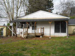 Photo of 440 E GLOUCESTER ST, Gladstone, OR 97027 (MLS # 18054065)
