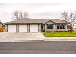 Photo of 105 SE CRESTLINE DR, Hermiston, OR 97838 (MLS # 18336853)