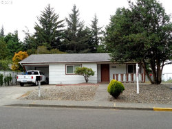 Photo of 706 S WASSON, Coos Bay, OR 97420 (MLS # 18350213)