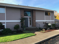 Photo of 10895 SW MEADOWBROOK DR , Unit 43, Tigard, OR 97224 (MLS # 18397474)