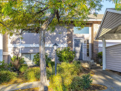 Photo of 10945 SW MEADOWBROOK DR , Unit 20, Tigard, OR 97224 (MLS # 18419190)