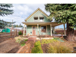 Photo of 1642 W MAIN ST, Cottage Grove, OR 97424 (MLS # 19085033)