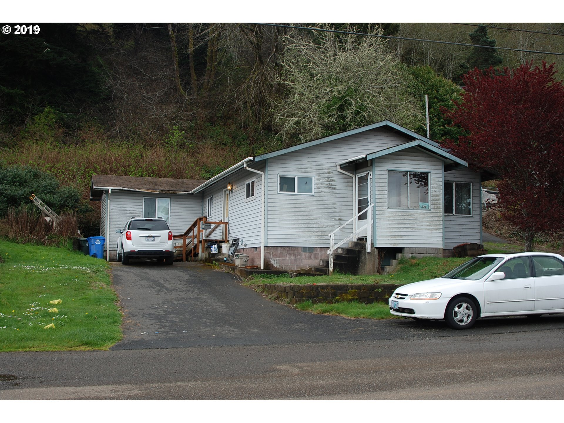 Photo of 526 ELM AVE, Reedsport, OR 97467 (MLS # 19086283)