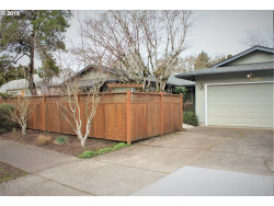 Photo of 4027 SE REX ST, Portland, OR 97202 (MLS # 19141687)