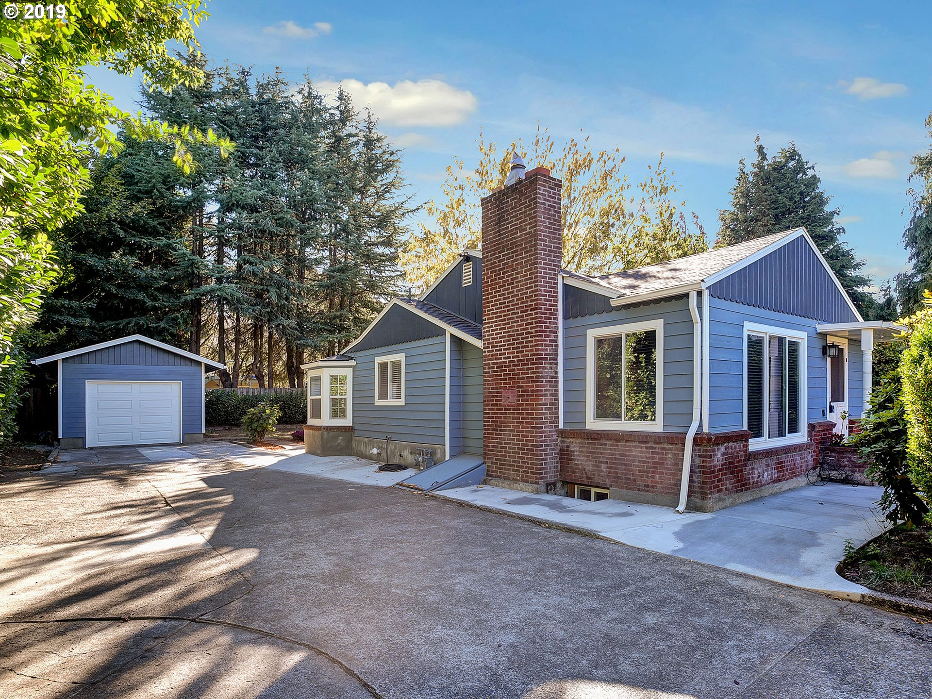 Photo for 4820 NE PORTLAND HWY, Portland, OR 97218 (MLS # 19147236)