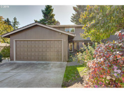 Photo of 18 BRITTEN CT, Lake Oswego, OR 97035 (MLS # 19240913)