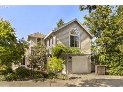 Photo of 7552 SW LAVIEW DR, Portland, OR 97219 (MLS # 19294837)