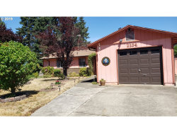 Photo of 2134 DEL MAR DR, Roseburg, OR 97471 (MLS # 19334151)