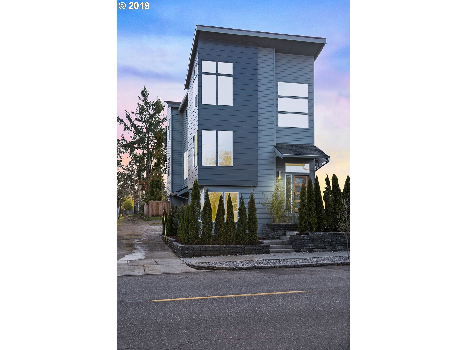 Photo for 2430 NE KILLINGSWORTH ST, Portland, OR 97211 (MLS # 19350618)