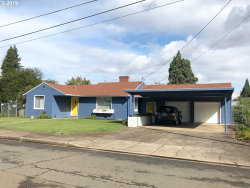 Photo of 1114 W BROWN AVE, Roseburg, OR 97471 (MLS # 19529490)