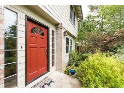 Photo of 10522 SW BOONES FERRY RD, Portland, OR 97219 (MLS # 19559336)