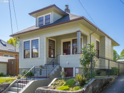 Photo of 1422 SE LAFAYETTE ST, Portland, OR 97202 (MLS # 19574218)