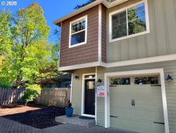 Photo of 5002 SW TAYLORS FERRY RD, Portland, OR 97219 (MLS # 20022805)