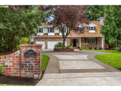 Photo of 929 COUNTRY CMNS, Lake Oswego, OR 97034 (MLS # 20037746)