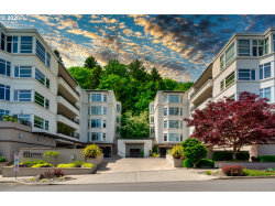 Photo of 2445 NW WESTOVER RD , Unit 417, Portland, OR 97210 (MLS # 20049271)
