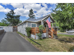 Photo of 8327 SE CLATSOP ST, Portland, OR 97266 (MLS # 20091737)