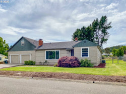 Photo of 1512 NW CHERRY DR, Roseburg, OR 97471 (MLS # 20178049)