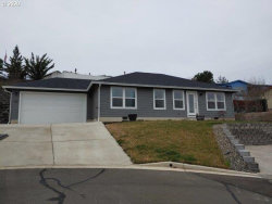 Photo of 137 ANGELCREST CT, Roseburg, OR 97471 (MLS # 20555794)