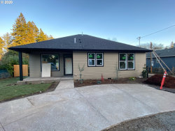 Photo of 10122 SE HOLLYWOOD AVE, Portland, OR 97222 (MLS # 20615418)