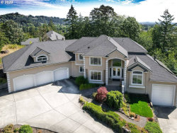 Photo of 13688 SE WILLINGHAM CT, Clackamas, OR 97015 (MLS # 20640735)