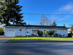 Photo of 1853 NW MOORE AVE, Roseburg, OR 97471 (MLS # 20679548)