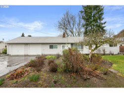 Photo of 937 NE BIRCHWOOD DR, Hillsboro, OR 97124 (MLS # 20692220)