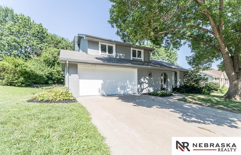 Photo for 12138 Parker Circle, Omaha, NE 68154 (MLS # 21813208)