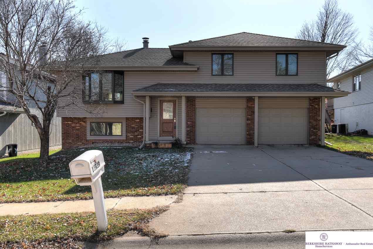 Photo for 15939 Frances Circle, Omaha, NE 68130 (MLS # 21820716)