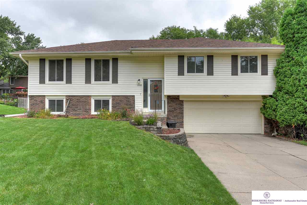 Photo for 15518 Marcy Circle, Omaha, NE 68154 (MLS # 21921103)